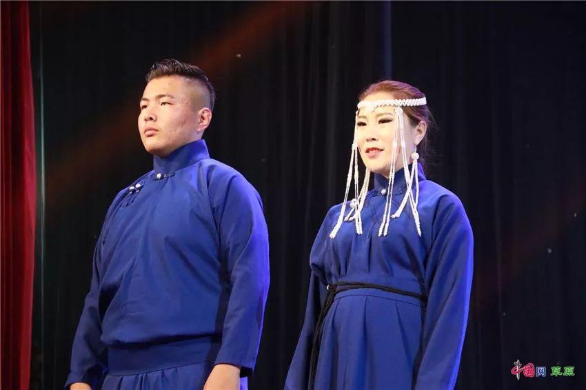 第十六届蒙古族服装服饰艺术节,绚丽多彩的蒙古袍 第32张