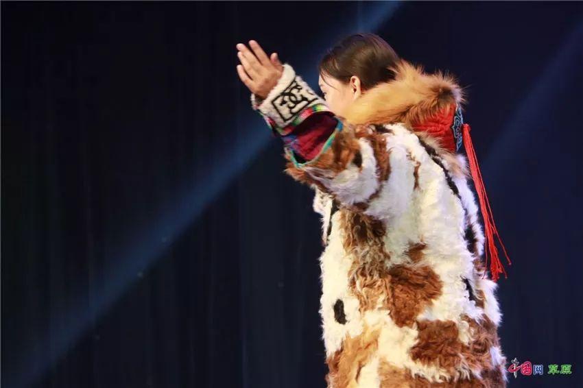 第十六届蒙古族服装服饰艺术节,绚丽多彩的蒙古袍 第35张