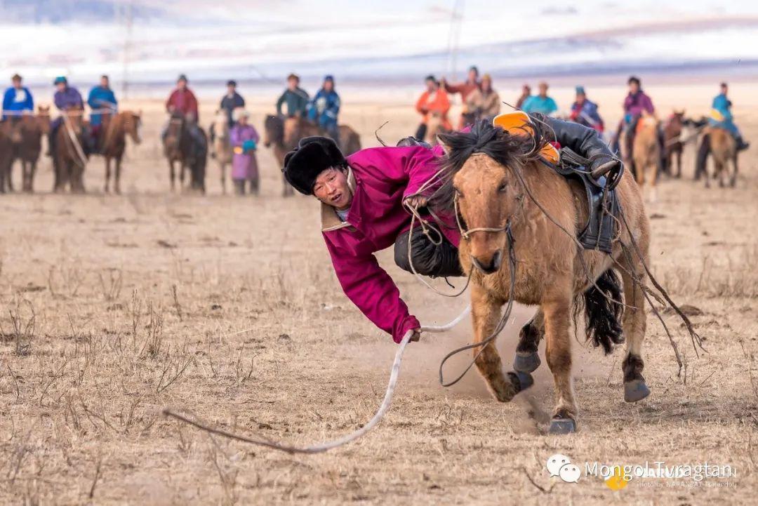 ᠮᠣᠩᠭᠤᠯ ᠰᠡᠭᠦᠳᠡᠷ- ᠴ᠂ ᠨᠠᠷᠠᠨᠪᠠᠲᠤ 第16张 ᠮᠣᠩᠭᠤᠯ ᠰᠡᠭᠦᠳᠡᠷ- ᠴ᠂ ᠨᠠᠷᠠᠨᠪᠠᠲᠤ 蒙古文化