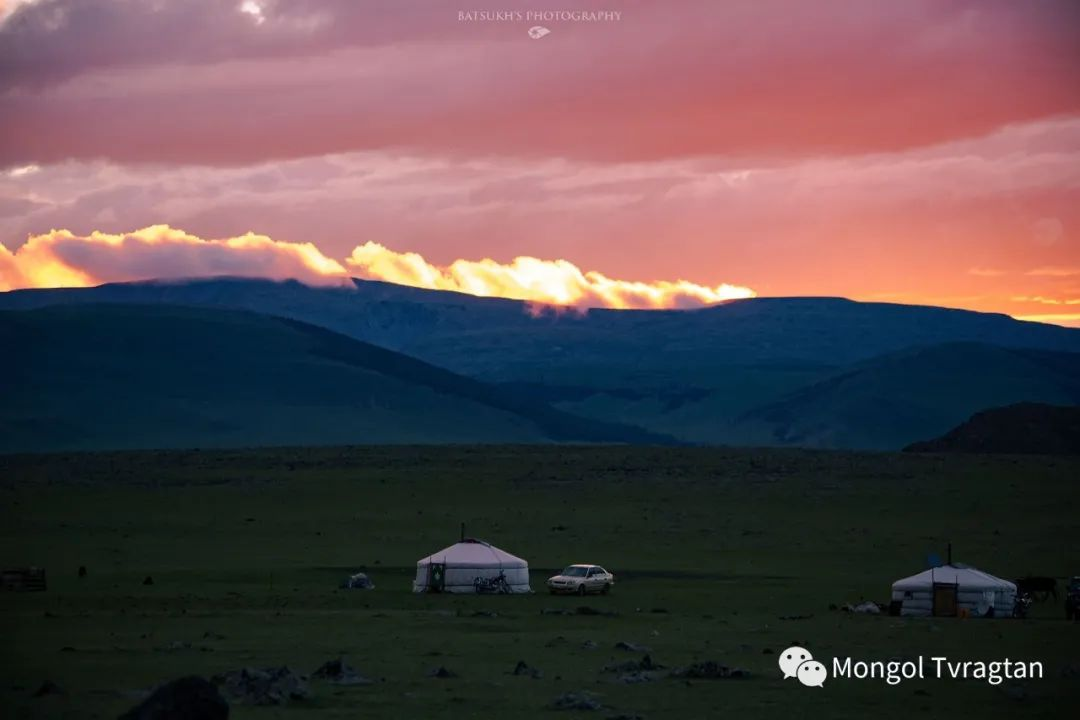 ᠮᠣᠩᠭᠤᠯ ᠰᠡᠭᠦᠳᠡᠷ-ᠪᠠᠲᠣᠰᠤᠬᠡ 第9张 ᠮᠣᠩᠭᠤᠯ ᠰᠡᠭᠦᠳᠡᠷ-ᠪᠠᠲᠣᠰᠤᠬᠡ 蒙古文化