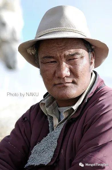 ᠮᠣᠩᠭᠤᠯ ᠰᠡᠭᠦᠳᠡᠷ- ᠴ᠂ ᠨᠠᠷᠠᠨᠪᠠᠲᠤ 第28张 ᠮᠣᠩᠭᠤᠯ ᠰᠡᠭᠦᠳᠡᠷ- ᠴ᠂ ᠨᠠᠷᠠᠨᠪᠠᠲᠤ 蒙古文化