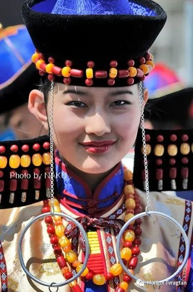 ᠮᠣᠩᠭᠤᠯ ᠰᠡᠭᠦᠳᠡᠷ- ᠴ᠂ ᠨᠠᠷᠠᠨᠪᠠᠲᠤ 第29张 ᠮᠣᠩᠭᠤᠯ ᠰᠡᠭᠦᠳᠡᠷ- ᠴ᠂ ᠨᠠᠷᠠᠨᠪᠠᠲᠤ 蒙古文化