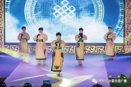 传统陈巴尔虎袍子传承人—敖登高娃 第2张 传统陈巴尔虎袍子传承人—敖登高娃 蒙古服饰