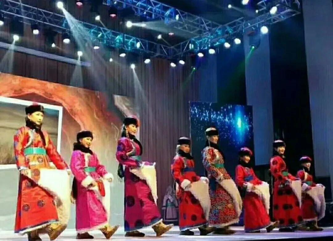传统陈巴尔虎袍子传承人—敖登高娃 第3张 传统陈巴尔虎袍子传承人—敖登高娃 蒙古服饰