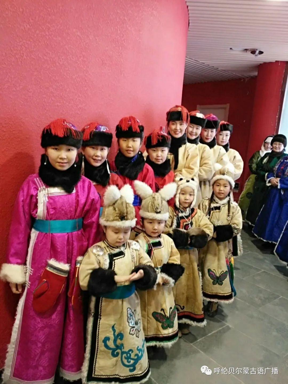 传统陈巴尔虎袍子传承人—敖登高娃