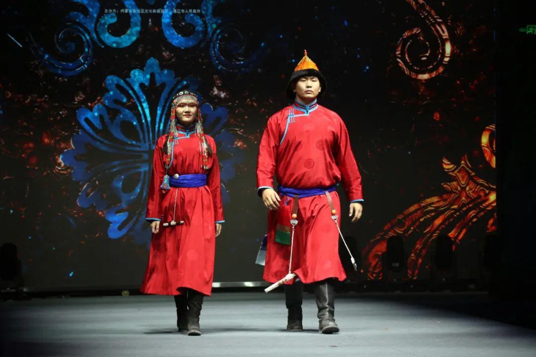 2020蒙古族服装服饰设计大赛 ᠮᠣᠩᠭᠤᠯ ᠦᠨᠳᠦᠰᠦᠲᠡᠨᠦ᠌ ᠬᠤᠪᠴᠠᠰᠤ ᠵᠠᠰᠠᠯᠤ᠋ᠨ ᠤᠷᠤᠯᠳᠤᠭᠠᠨ 第7张 2020蒙古族服装服饰设计大赛 ᠮᠣᠩᠭᠤᠯ ᠦᠨᠳᠦᠰᠦᠲᠡᠨᠦ᠌ ᠬᠤᠪᠴᠠᠰᠤ ᠵᠠᠰᠠᠯᠤ᠋ᠨ ᠤᠷᠤᠯᠳᠤᠭᠠᠨ 蒙古服饰