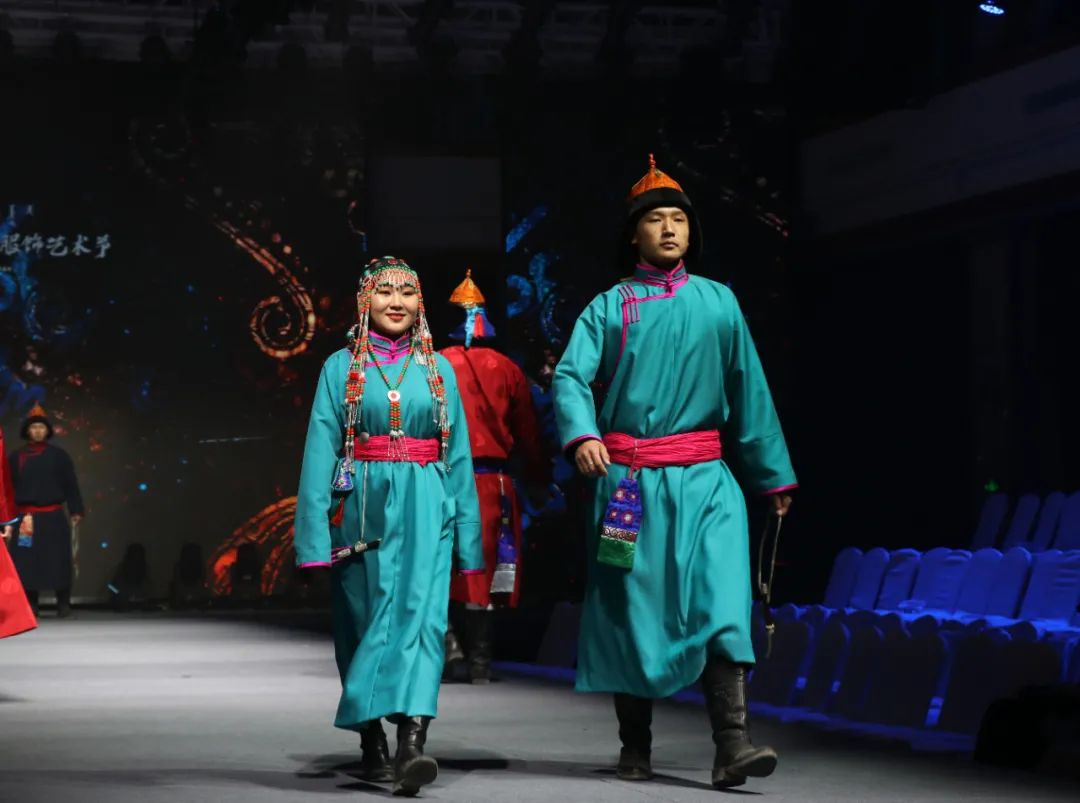 2020蒙古族服装服饰设计大赛 ᠮᠣᠩᠭᠤᠯ ᠦᠨᠳᠦᠰᠦᠲᠡᠨᠦ᠌ ᠬᠤᠪᠴᠠᠰᠤ ᠵᠠᠰᠠᠯᠤ᠋ᠨ ᠤᠷᠤᠯᠳᠤᠭᠠᠨ 第8张 2020蒙古族服装服饰设计大赛 ᠮᠣᠩᠭᠤᠯ ᠦᠨᠳᠦᠰᠦᠲᠡᠨᠦ᠌ ᠬᠤᠪᠴᠠᠰᠤ ᠵᠠᠰᠠᠯᠤ᠋ᠨ ᠤᠷᠤᠯᠳᠤᠭᠠᠨ 蒙古服饰