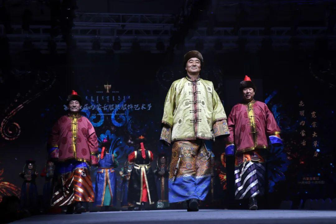 2020蒙古族服装服饰设计大赛 ᠮᠣᠩᠭᠤᠯ ᠦᠨᠳᠦᠰᠦᠲᠡᠨᠦ᠌ ᠬᠤᠪᠴᠠᠰᠤ ᠵᠠᠰᠠᠯᠤ᠋ᠨ ᠤᠷᠤᠯᠳᠤᠭᠠᠨ 第11张 2020蒙古族服装服饰设计大赛 ᠮᠣᠩᠭᠤᠯ ᠦᠨᠳᠦᠰᠦᠲᠡᠨᠦ᠌ ᠬᠤᠪᠴᠠᠰᠤ ᠵᠠᠰᠠᠯᠤ᠋ᠨ ᠤᠷᠤᠯᠳᠤᠭᠠᠨ 蒙古服饰