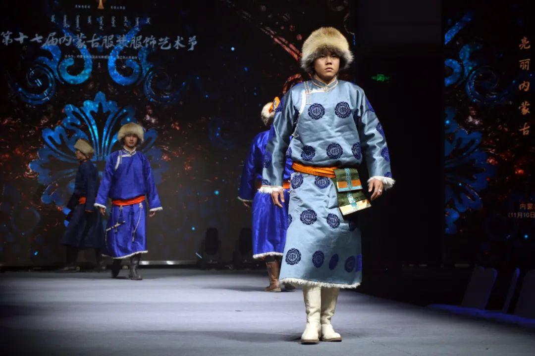2020蒙古族服装服饰设计大赛 ᠮᠣᠩᠭᠤᠯ ᠦᠨᠳᠦᠰᠦᠲᠡᠨᠦ᠌ ᠬᠤᠪᠴᠠᠰᠤ ᠵᠠᠰᠠᠯᠤ᠋ᠨ ᠤᠷᠤᠯᠳᠤᠭᠠᠨ 第15张 2020蒙古族服装服饰设计大赛 ᠮᠣᠩᠭᠤᠯ ᠦᠨᠳᠦᠰᠦᠲᠡᠨᠦ᠌ ᠬᠤᠪᠴᠠᠰᠤ ᠵᠠᠰᠠᠯᠤ᠋ᠨ ᠤᠷᠤᠯᠳᠤᠭᠠᠨ 蒙古服饰