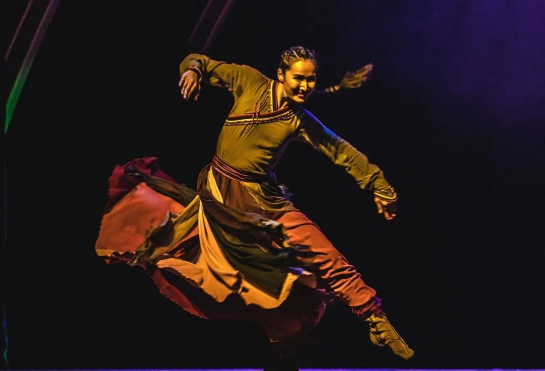 首届内蒙古民间舞蹈大赛双金舞蹈《呼亨呼德格图》纪录片