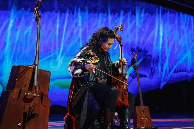 蒙古族才子 用八种乐器逆天的演奏 !! 第2张 蒙古族才子 用八种乐器逆天的演奏 !! 蒙古文化