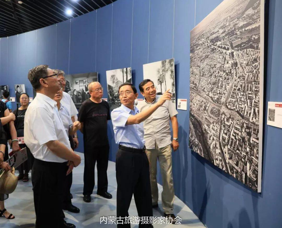 庆祝改革开放40周年 内蒙古美术、书法、摄影作品展开幕 第5张