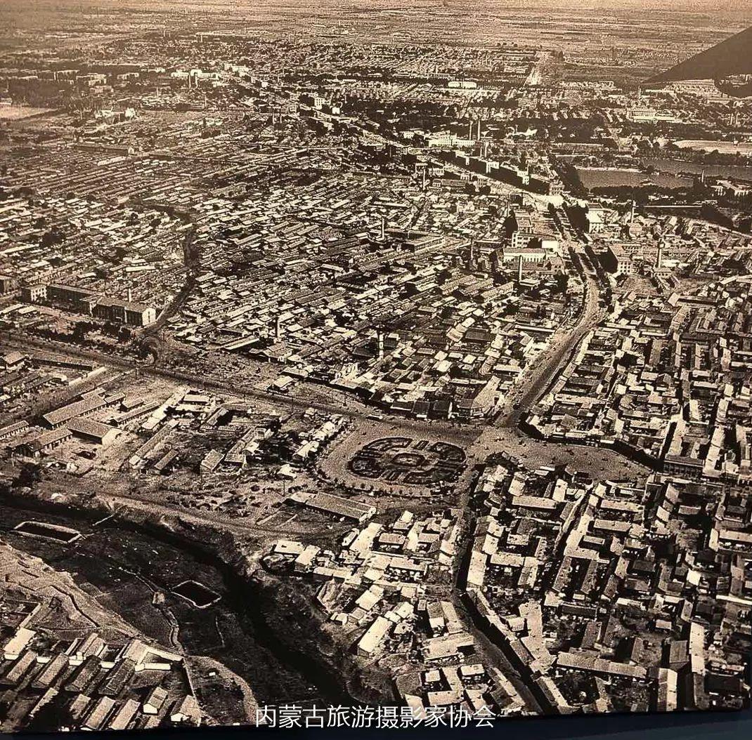 庆祝改革开放40周年 内蒙古美术、书法、摄影作品展开幕 第13张