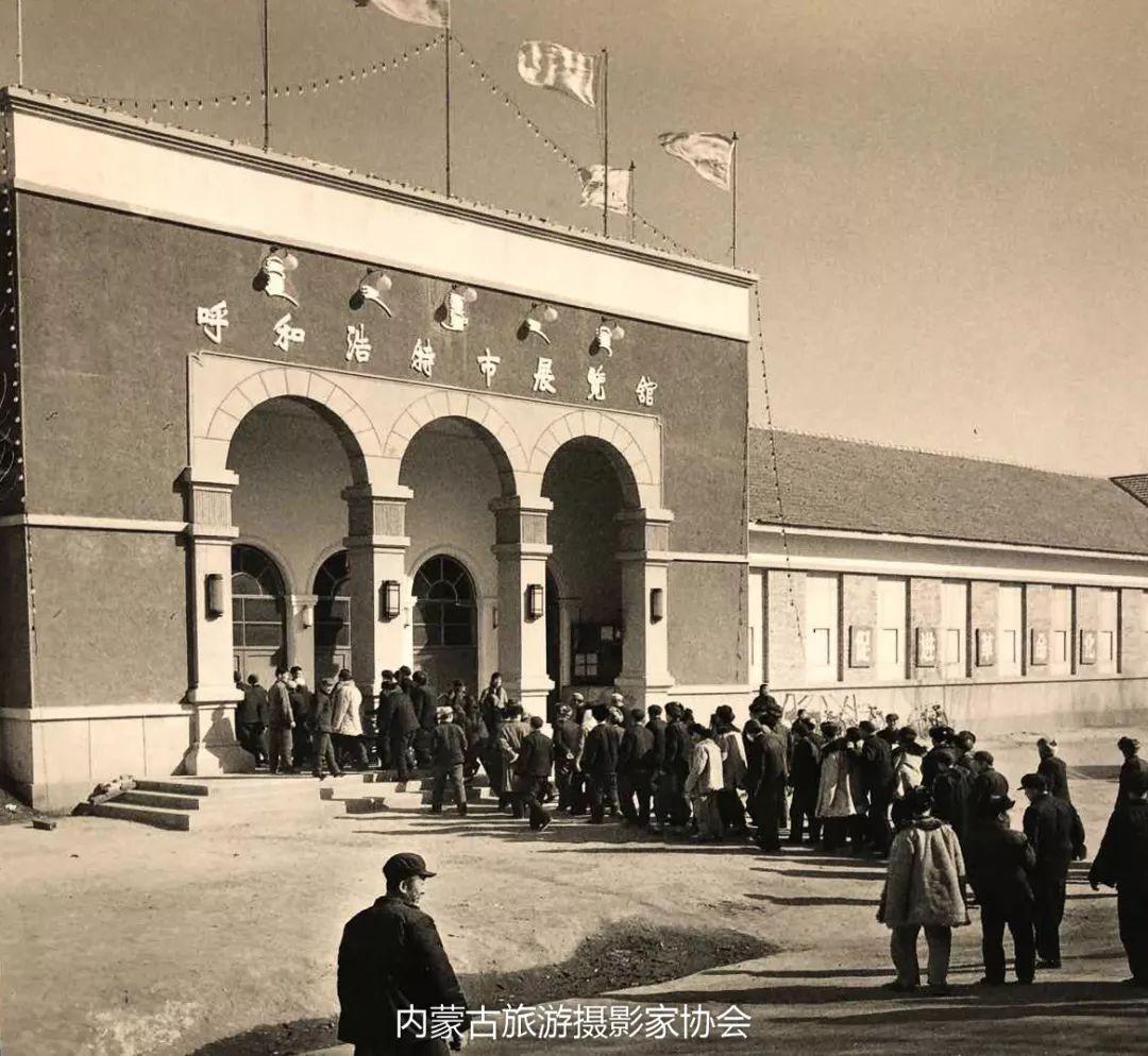 庆祝改革开放40周年 内蒙古美术、书法、摄影作品展开幕 第16张