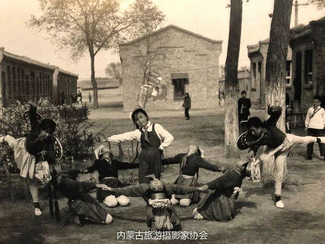 庆祝改革开放40周年 内蒙古美术、书法、摄影作品展开幕 第18张