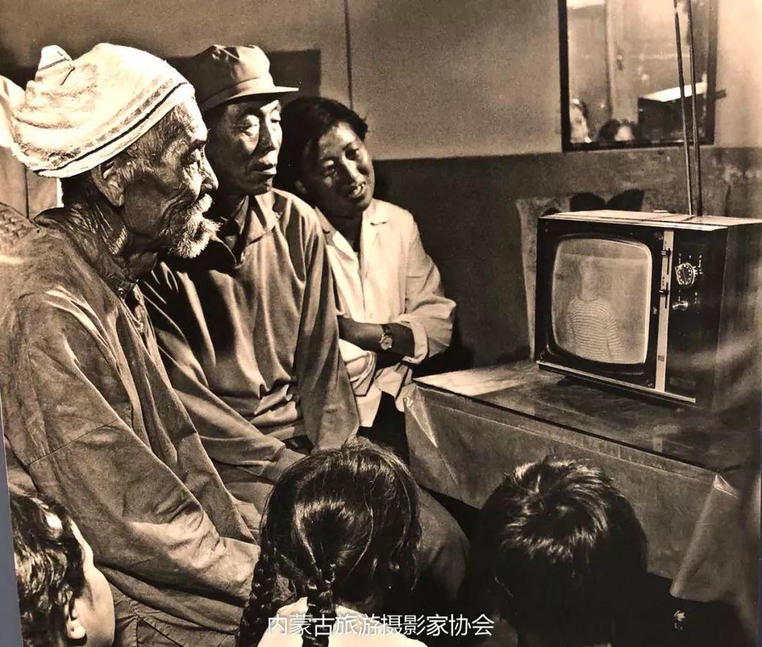 庆祝改革开放40周年 内蒙古美术、书法、摄影作品展开幕 第21张