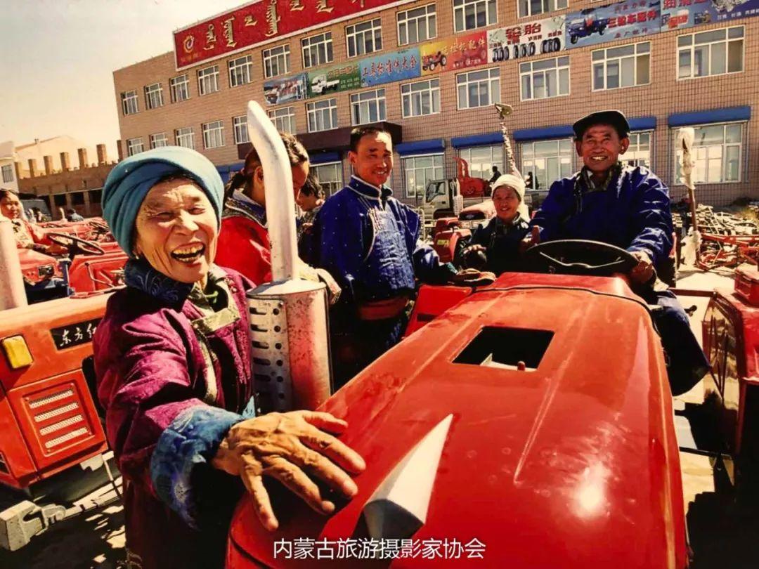 庆祝改革开放40周年 内蒙古美术、书法、摄影作品展开幕 第31张