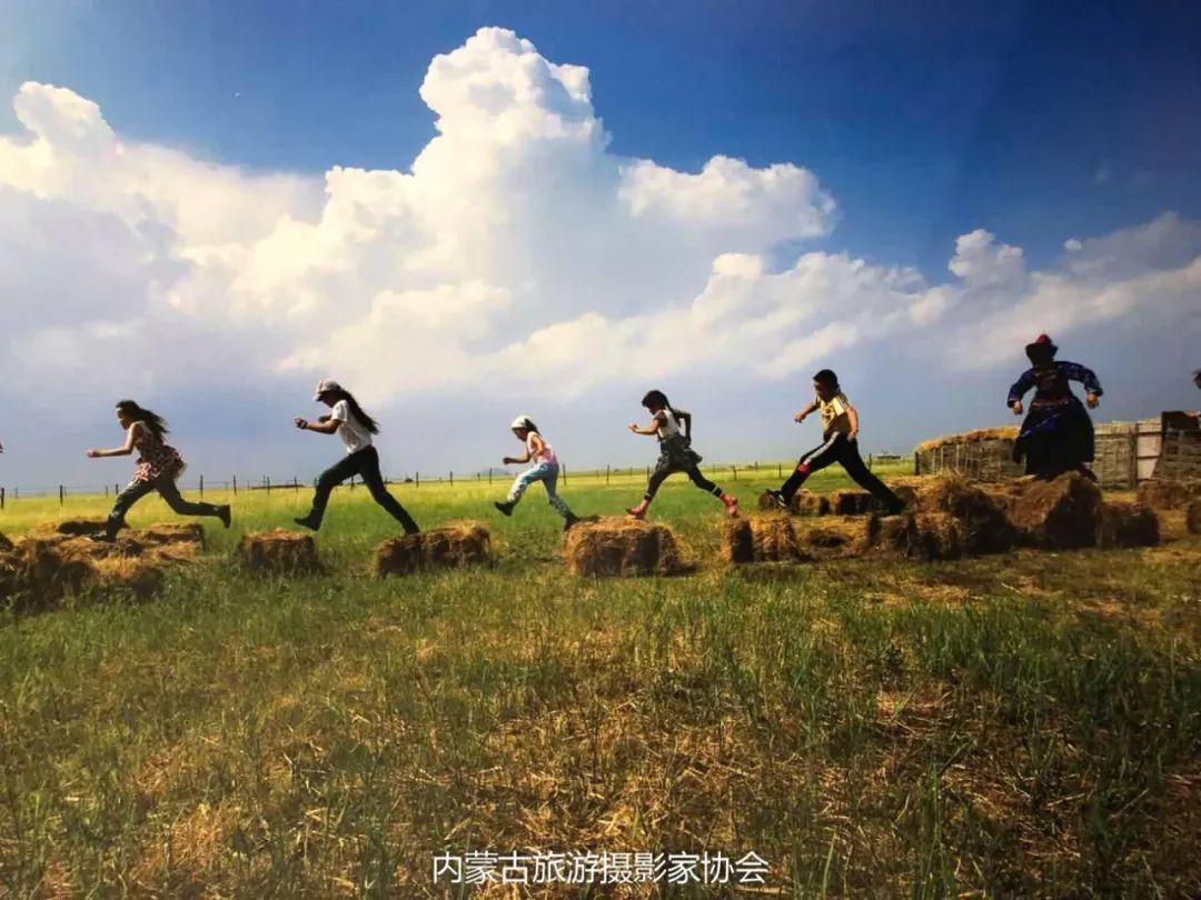 庆祝改革开放40周年 内蒙古美术、书法、摄影作品展开幕 第36张