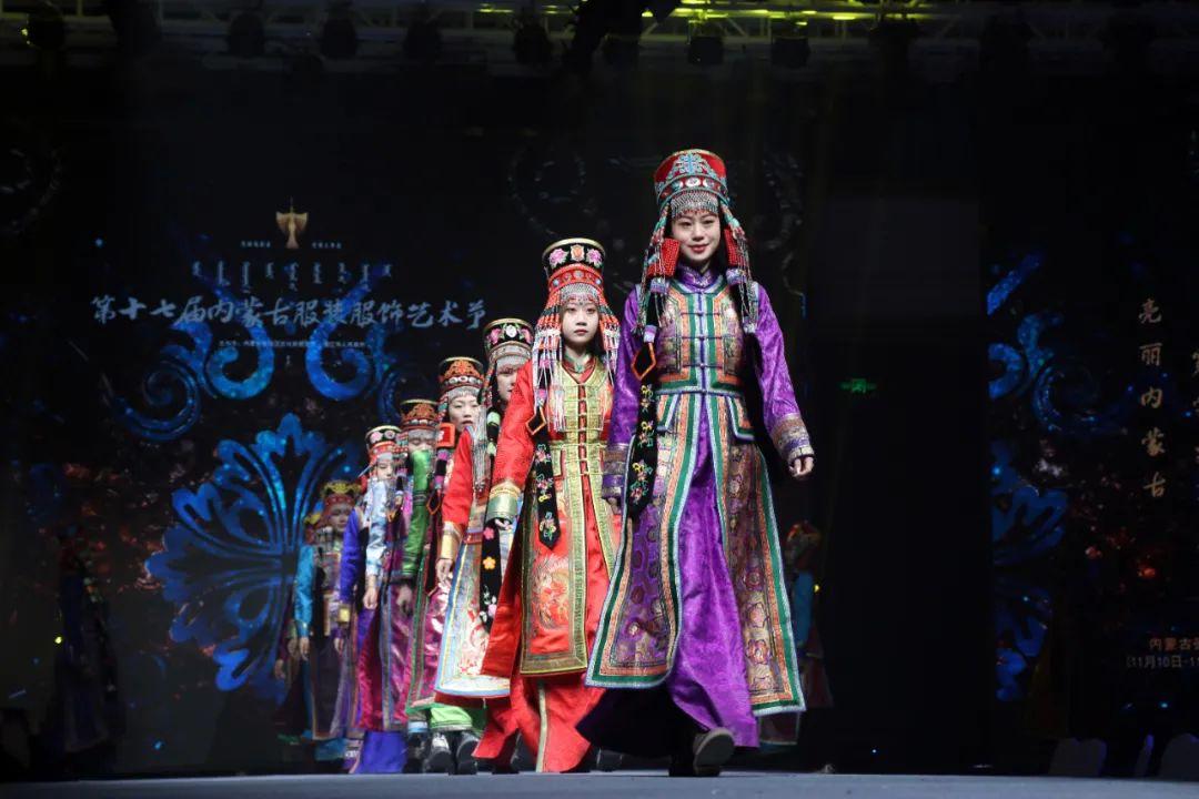 2020蒙古族服装服饰设计大赛 ᠮᠣᠩᠭᠤᠯ ᠦᠨᠳᠦᠰᠦᠲᠡᠨᠦ᠌ ᠬᠤᠪᠴᠠᠰᠤ ᠵᠠᠰᠠᠯᠤ᠋ᠨ ᠤᠷᠤᠯᠳᠤᠭᠠᠨ