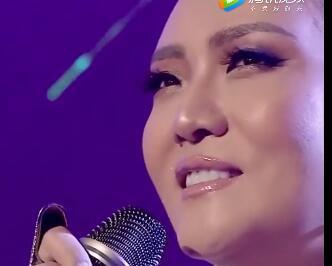 斯日其玛最新现场版《Ulaanbaatarin agaar 》歌声依旧动听