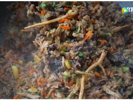 可汗厨房最新一期:最受欢迎的蒙古炒面